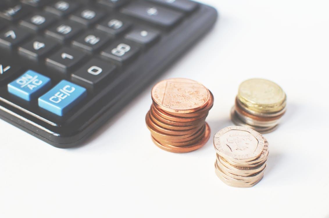 מטבעות כסף ומחשבון